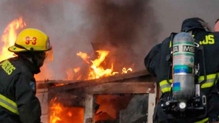 Bombero pierde su casa tras incendio en Chillán