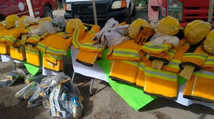 Entregan equipamiento para bomberos de Lerdo