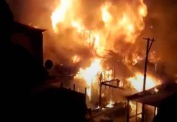 Bomberos fueron agredidos mientras combatían violento incendio