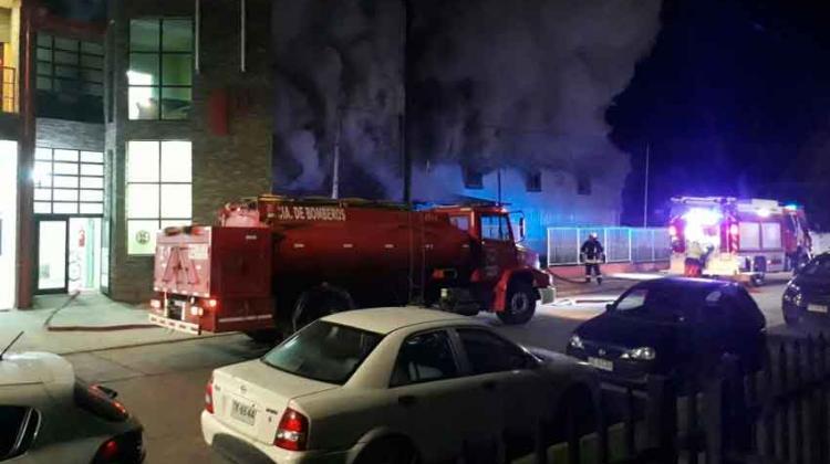 Incendio consume antiguas dependencias de Compañía de Bomberos