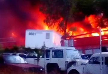 Incendio se registró en un depósito de autos