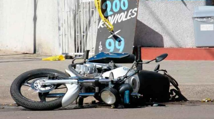 Un motociclista murió tras colisionar con un camión de Bomberos