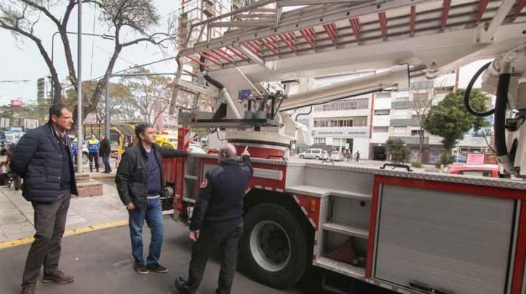 Bomberos y Defensa Civil presentaron nuevo equipamiento