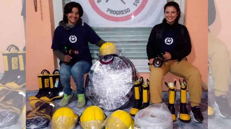 Entrega de materiales a Bomberos Voluntarios de Progreso