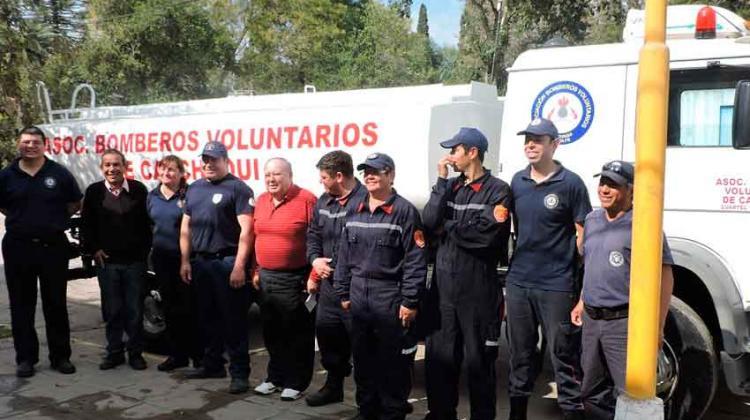 Bomberos de Calchaquí presentaron un camión de abastecimiento