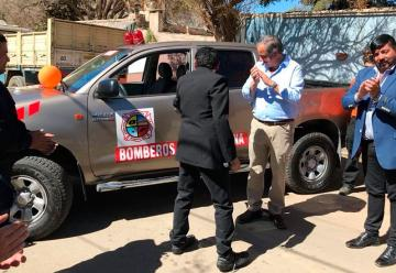 Entregan camioneta 0km a los Bomberos de Famatina