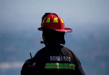Feligreses piden a Bomberos reparar daños a iglesia por incendio