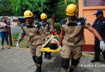 Bomberos de Búsqueda y Rescate en preparación constante