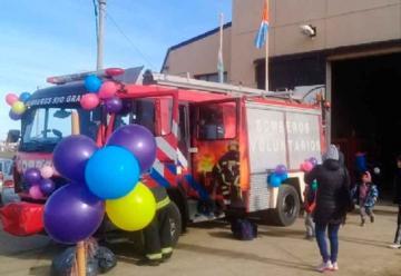 Bomberos festejaron el Día del Niño con los vecinos