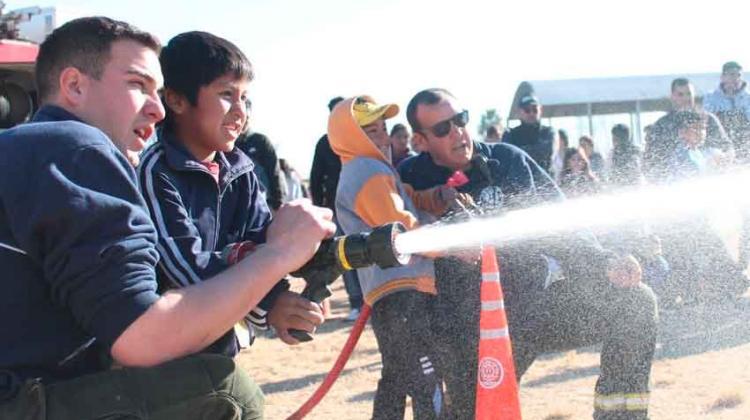 Bomberos Voluntarios de Salto de las Rosas celebraron el Día del Niño