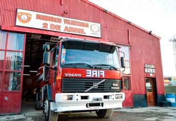 Bomberos 2 de Abril adquirió un nuevo camión cisterna