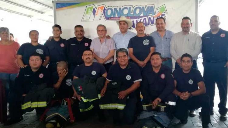 Canacintra dona equipo a los bomberos de Monclova