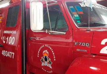 Agredieron a Bomberos cuando iban a sofocar el incendio de un auto