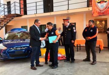 Entregan vehículo a la federación riojana de bomberos