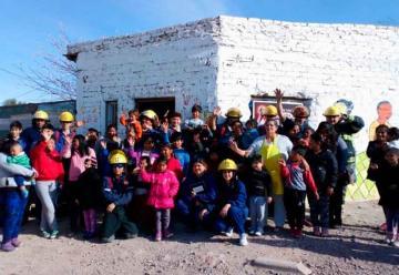 Bomberos entregaron donaciones a comedores de Centenario