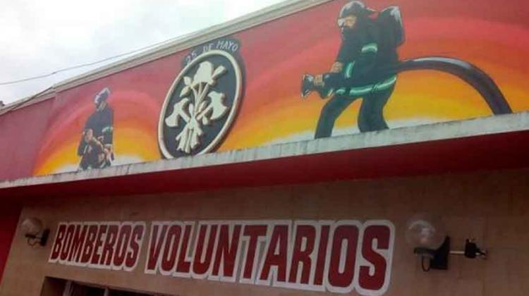 Bomberos de 25 de Mayo renovaron su fachada