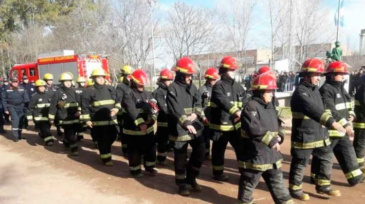 Bomberos de General Pico recibieron 10 trajes estructurales