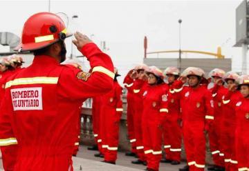 Ceremonia de graduación de nuevos bomberos voluntarios