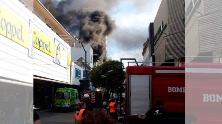Incendio en un edificio comercial en Quilmes