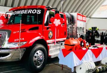 Máquina apagafuegos para el cuerpo de bomberos voluntarios