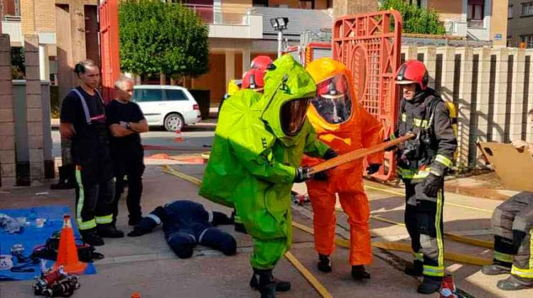 Curso práctico de los bomberos sobre mercancías peligrosas