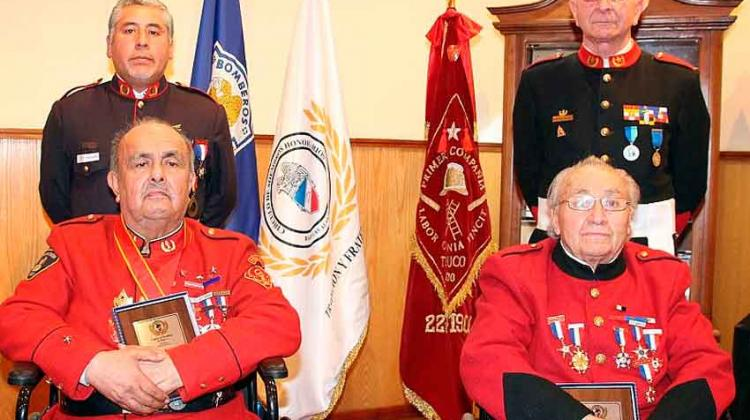 Homenajearon a dos Bomberos destacados de Temuco
