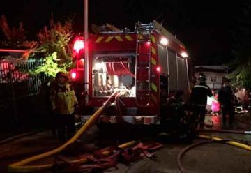 Bomberos fueron agredidos mientras combatían emergencia