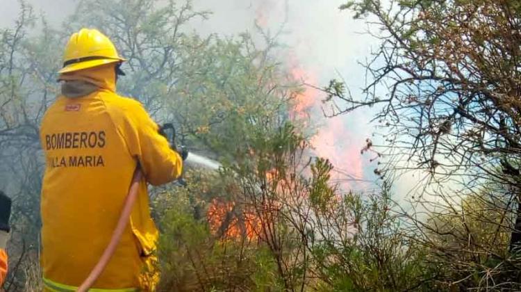 Más de 200 bomberos combatieron el fuego en Córdoba