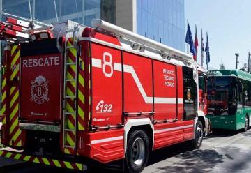 Bomberos de Santiago se capacita sobre nuevos Buses