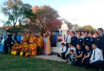 Se inauguró el monumento a los bomberos voluntarios