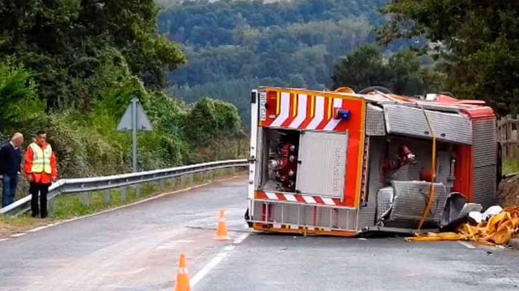 Un vehículo de bomberos se estrella en Carranza