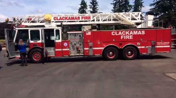 Gestionan el arribo de un camión escalera donado a los bomberos