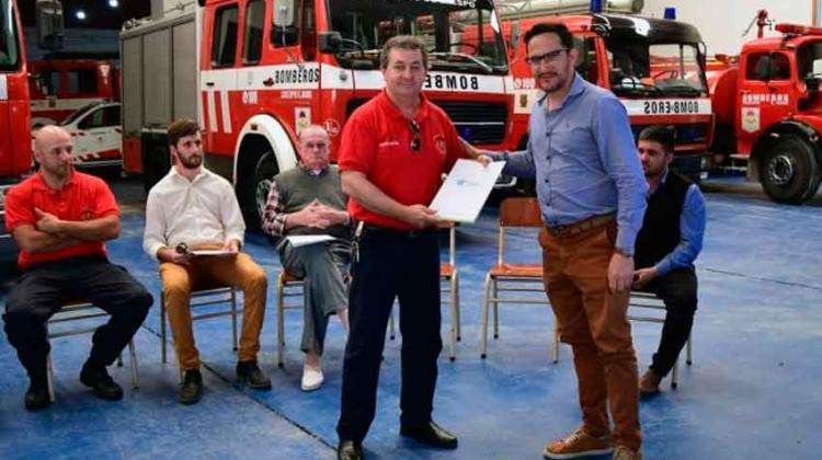 Bomberos Voluntarios de Crespo recibieron aporte