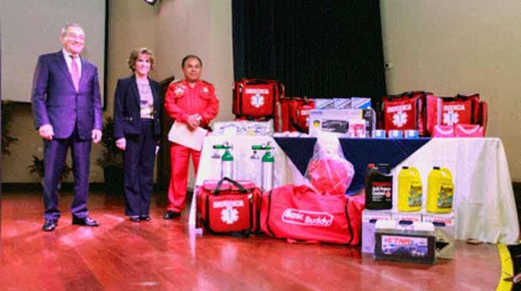 Donación de equipos y materiales a bomberos