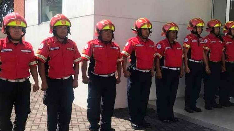 Bomberos Municipales estrenan uniforme