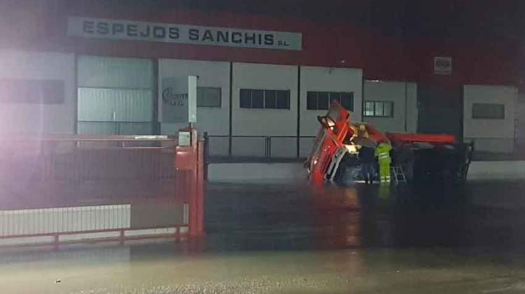 Dos camiones de bomberos sufren un accidente en Alzira