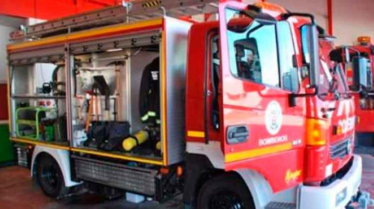 Dos bomberos heridos al sofocar un incendio en una vivienda