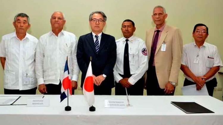 Embajada de Japón dona un camión de bomberos