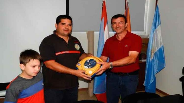 Bomberos de Chajarí recibieron la donación de un desfibrilador