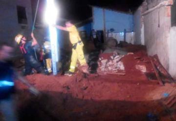 Bomberos sacan a fallecido tras cinco horas de ardua tarea