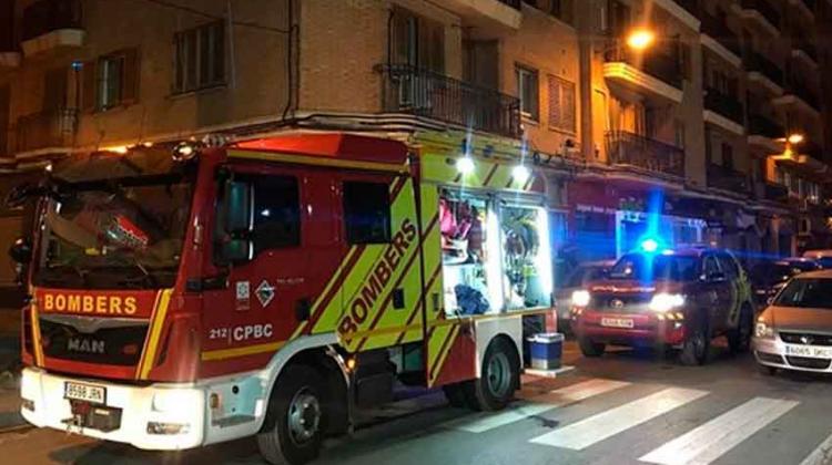 Bomberos rescatan a dos mujeres atrapadas en un incendio