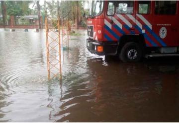 Se tapó un canal e inundó el cuartel de los Bomberos