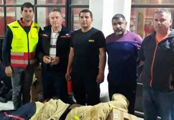 Bomberos de Paredones reciben material de parte de voluntarios de Requínoa