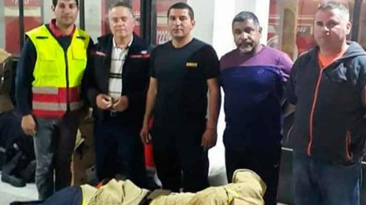 Bomberos de Paredones reciben material de parte de Requínoa