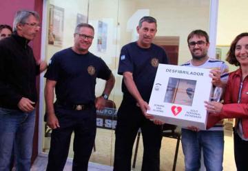 Bomberos de Claromecó recibieron la donación de un desfibrilador