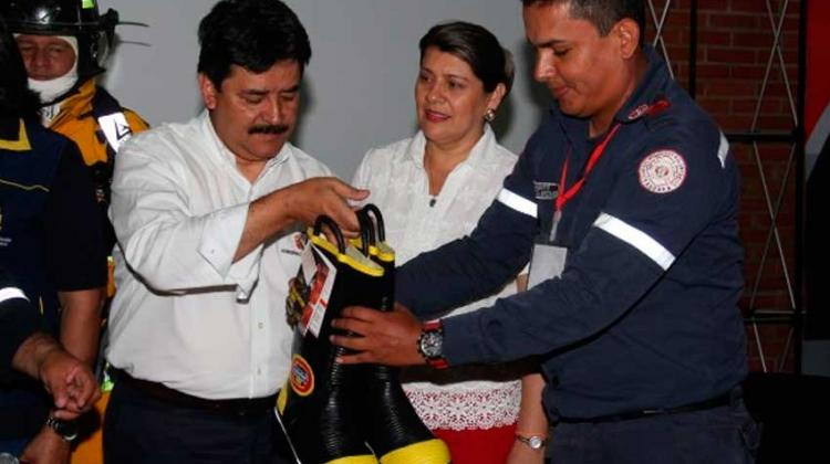 Gobernación dota de equipos a bomberos del Huila