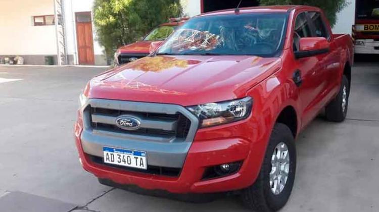 Bomberos de Rivadavia recibió una nueva camioneta