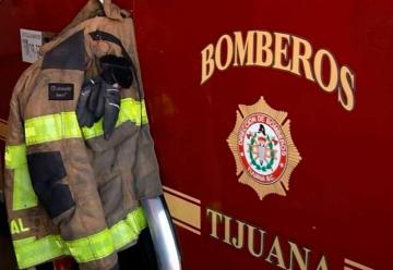 Bomberos de Tijuana recibe máquina extintora de parte de empresa