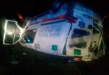 Una ambulancia volcó y falleció el paciente que trasladaba