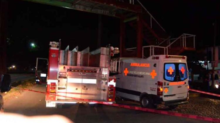 Chocan camión de Bomberos y ambulancia de Cruz Roja